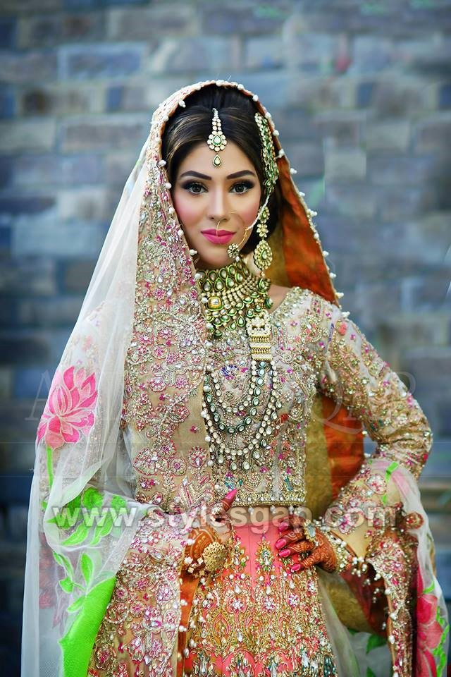 37d1b47e79 This mehndi bride is giving us royal vibes by wearing the heavy jewels and  full embroidered dress.