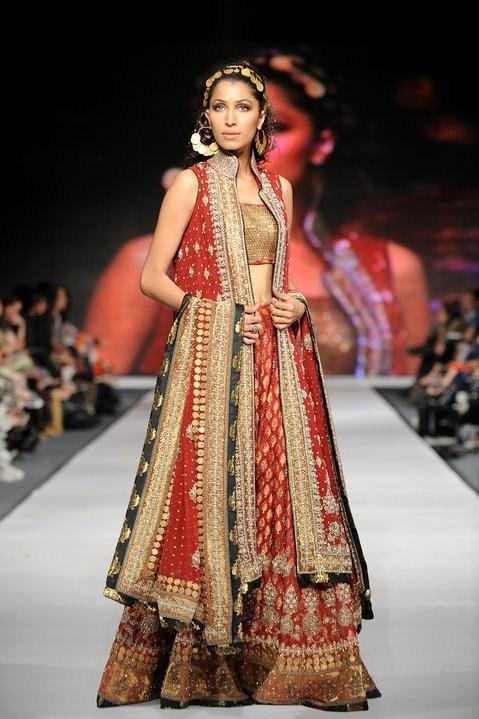 Latest Bridal dresses for Barat, Mehndi and Walima (10)