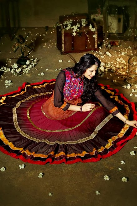 Latest Stylish Embroidered Designer Anarkali frocks fancy Pishwas Dress Designs for women 2014-2015 (3)
