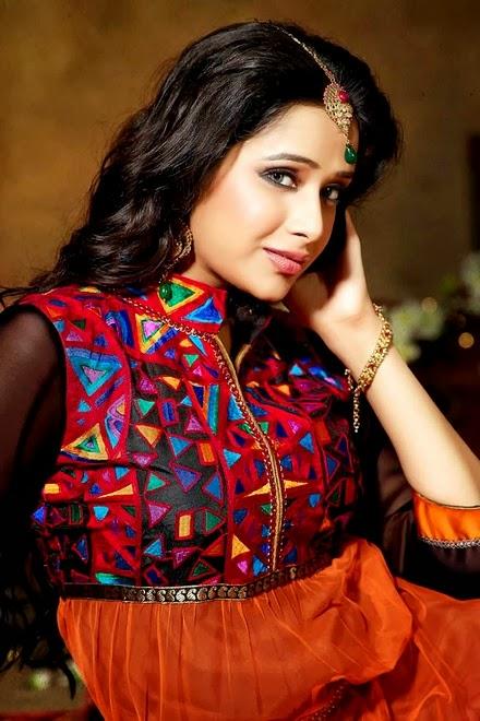 Latest Stylish Embroidered Designer Anarkali frocks fancy Pishwas Dress Designs for women 2014-2015 (4)