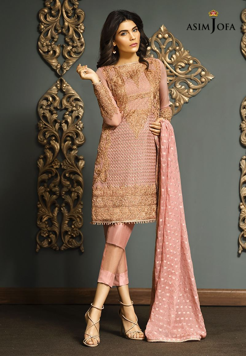 71c23f0ff83 Stock your formal wardrobe with these chic outfits and make your Eid day  glamorous. Pakistan best female models Noor Bhatti and Amna Baber are hired  to ...