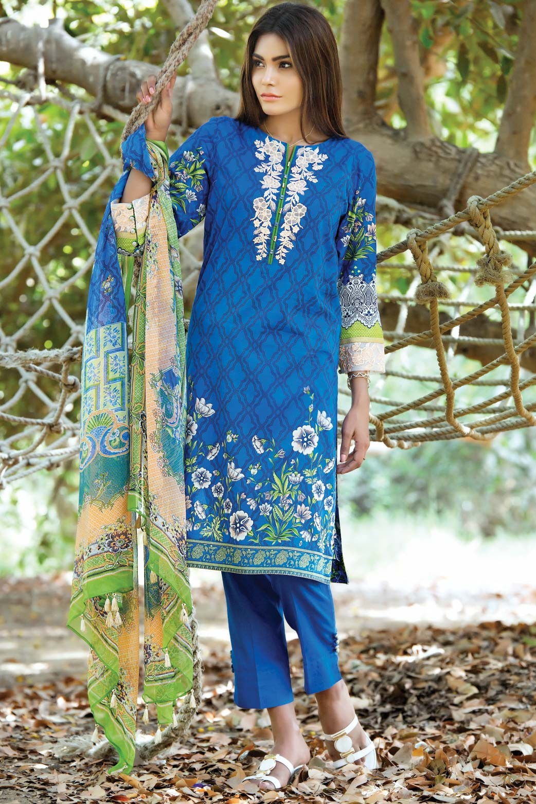 Zeen Embroidered Eid Luxurious Collection 2016-2017 for Women (12)