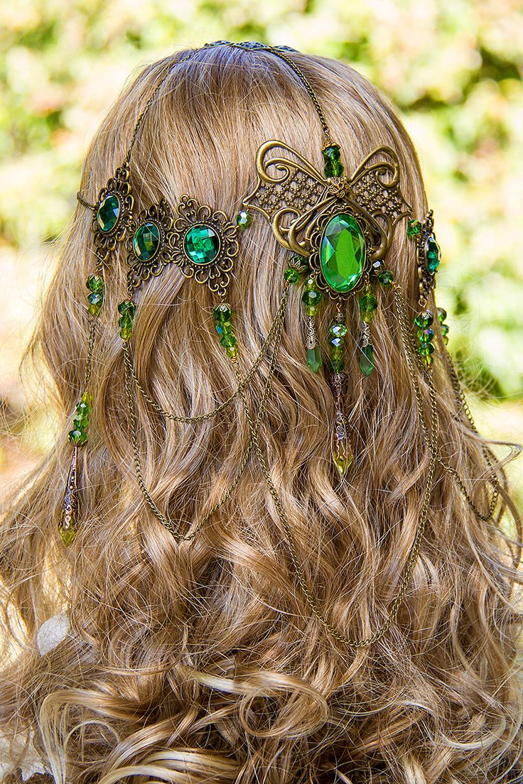 Latest Trends of Best and Trendy Curly & Wavy Hairstyles for Women (29)