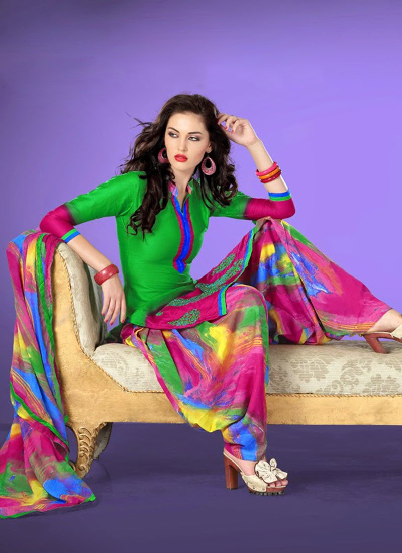 Latest Fashion of Designer Punjabi Dresses & Patiala Salwar Kameez Suits for Women (6)