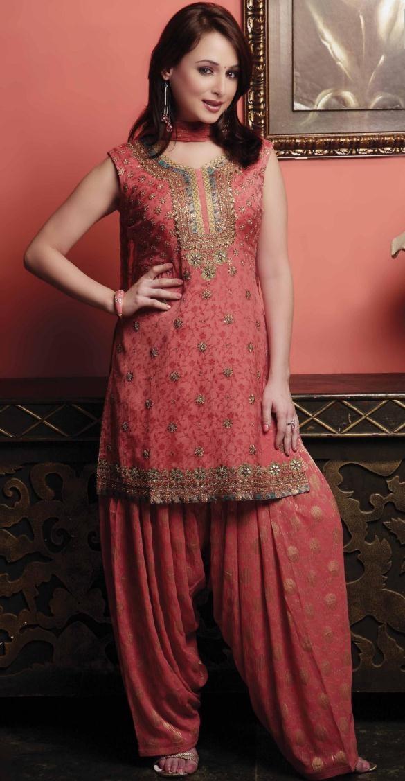 Latest Fashion of Designer Punjabi Dresses & Patiala Salwar Kameez Suits for Women@stylesgap (12)