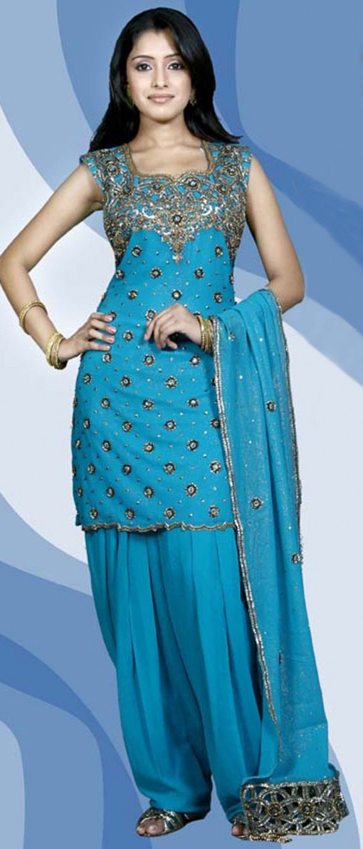Latest Fashion of Designer Punjabi Dresses & Patiala Salwar Kameez Suits for Women@stylesgap (18)