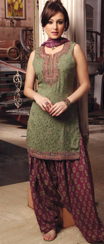 Latest Fashion of Designer Punjabi Dresses & Patiala Salwar Kameez Suits for Women@stylesgap (19)