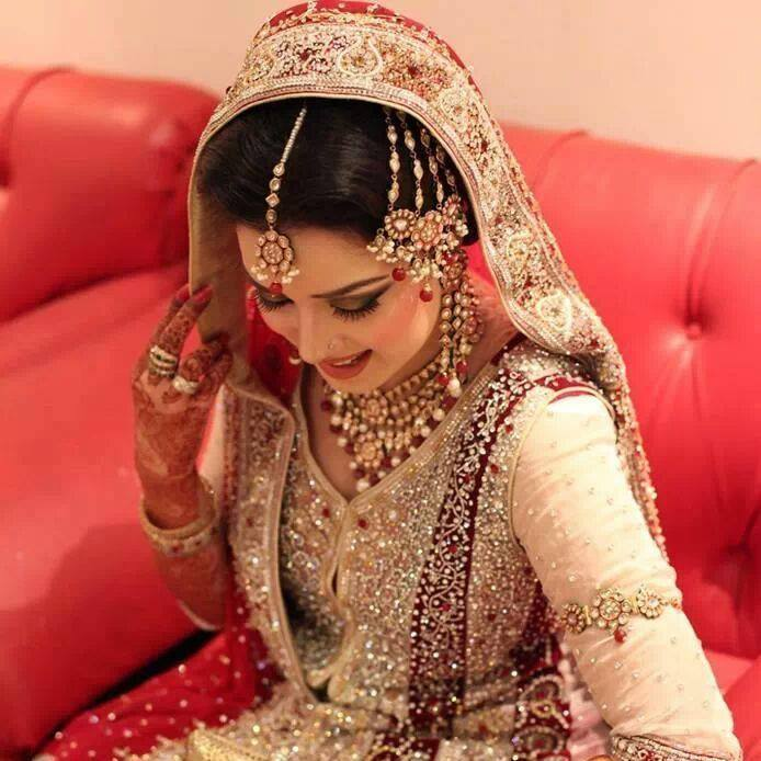 Latest Pakistani & Indian Best Wedding Dresses and Bridal Gowns for Women (33)