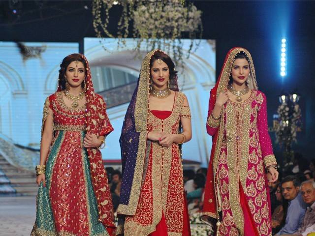 Latest Pakistani & Indian Best Wedding Dresses and Bridal Gowns for Women (43)