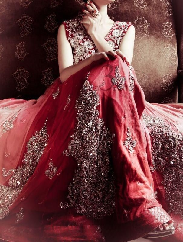 Latest Pakistani & Indian Best Wedding Dresses and Bridal Gowns for Women (9)