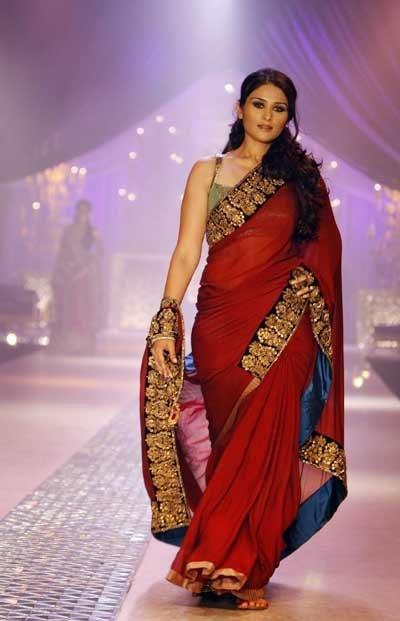 Manish Malhotra Latest Collection of Fancy and Embroidered Saree Designs for Women@stylesgap.com (4)