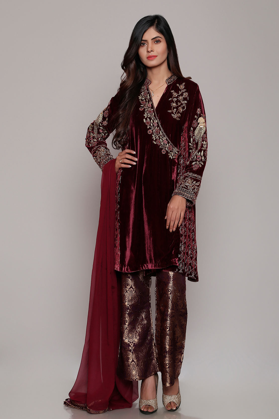 f3a98e29b64 Today we are sharing the Latest Women Best Winter Dresses Designs  Collection 2018 by Famous Pakistani Brands.