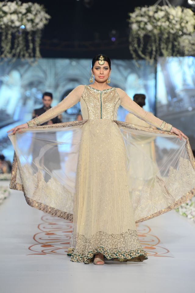 Indian & Pakistani Latest Fashion of Top Designer Fancy Party wear & Stylish Bridal Anarkali Suits for Women (17)