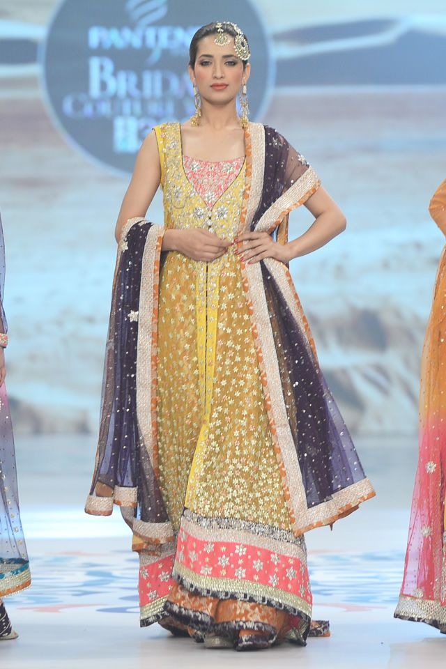 Indian & Pakistani Latest Fashion of Top Designer Fancy Party wear & Stylish Bridal Anarkali Suits for Women (18)