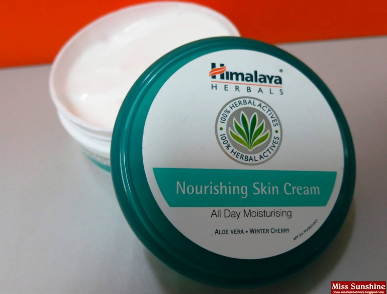 Top 10 Best Winter Cold Creams To Keep Your Skin Soft & Beautiful (5)
