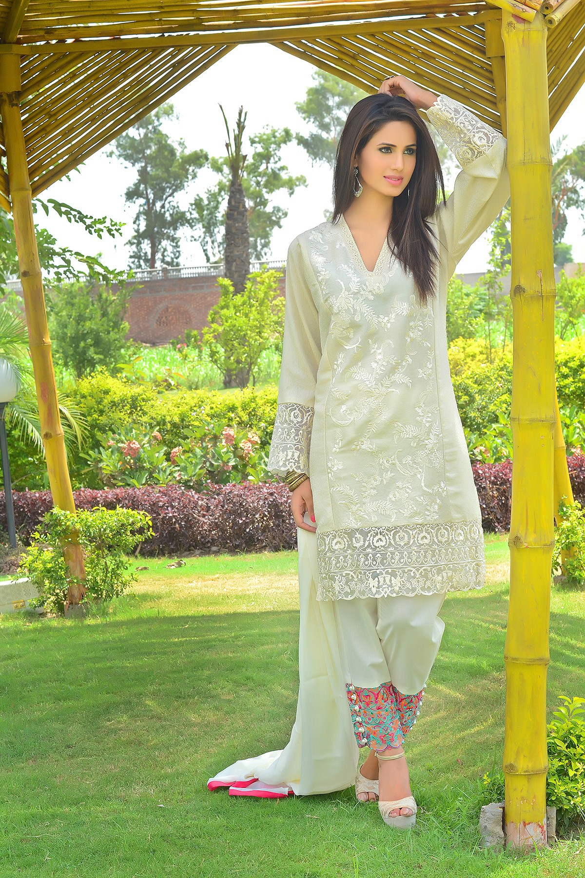 Zeniya Lawn By Deepak Perwani Pret & Printed Suits Eid Collection 2016-2017 (8)