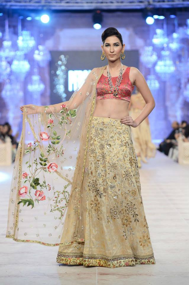 Best Pakistani Fashion Designer Bridal Collections at PFDC L'Oreal Paris Bridal Couture Week 2014-2015 - Saniya Maskatiya (2)