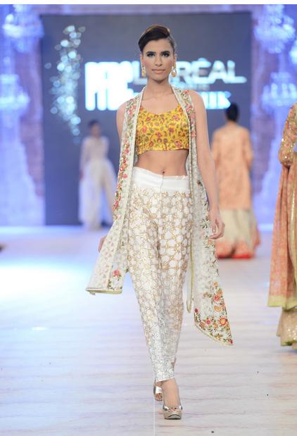 Best Pakistani Fashion Designer Bridal Collections at PFDC L'Oreal Paris Bridal Couture Week 2014-2015 - Saniya Maskatiya (2)