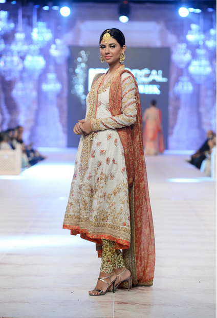 Best Pakistani Fashion Designer Bridal Collections at PFDC L'Oreal Paris Bridal Couture Week 2014-2015 - Saniya Maskatiya (3)