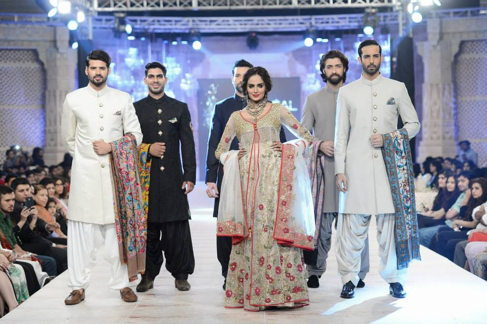 Best Pakistani Fashion Designer Bridal Collections at PFDC L'Oreal Paris Bridal Couture Week 2014-2015 - Zara Shahjahan (3)
