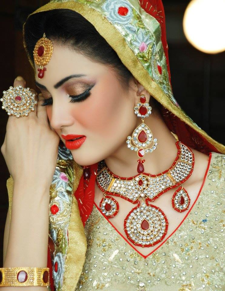Latest Best Pakistani Bridal Makeup Ideas & Tips (3)