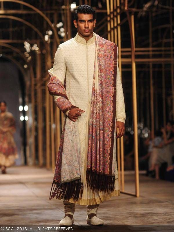 1964a753a45 ... men Indian designer sherwanis trends and recent collections.  tarun-tahiliani-sherwanis-2