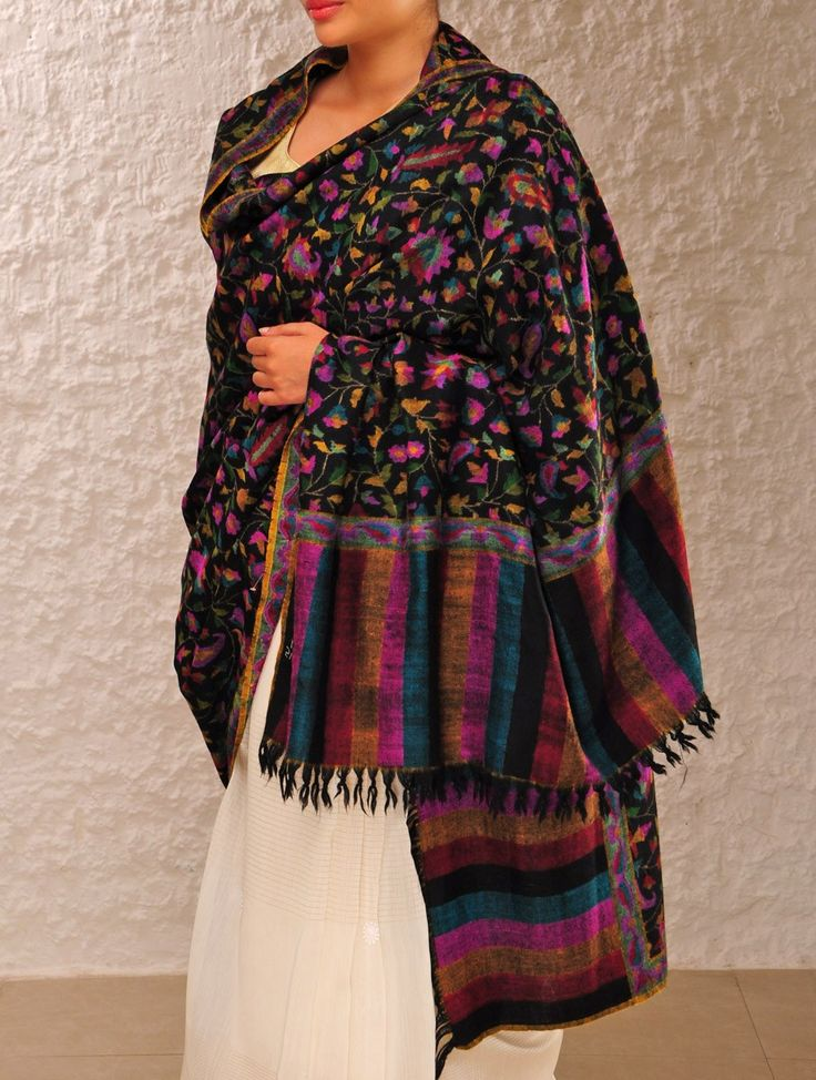 Kashmiri Hand Embroidered Shawls Designs Collection for Women (21)