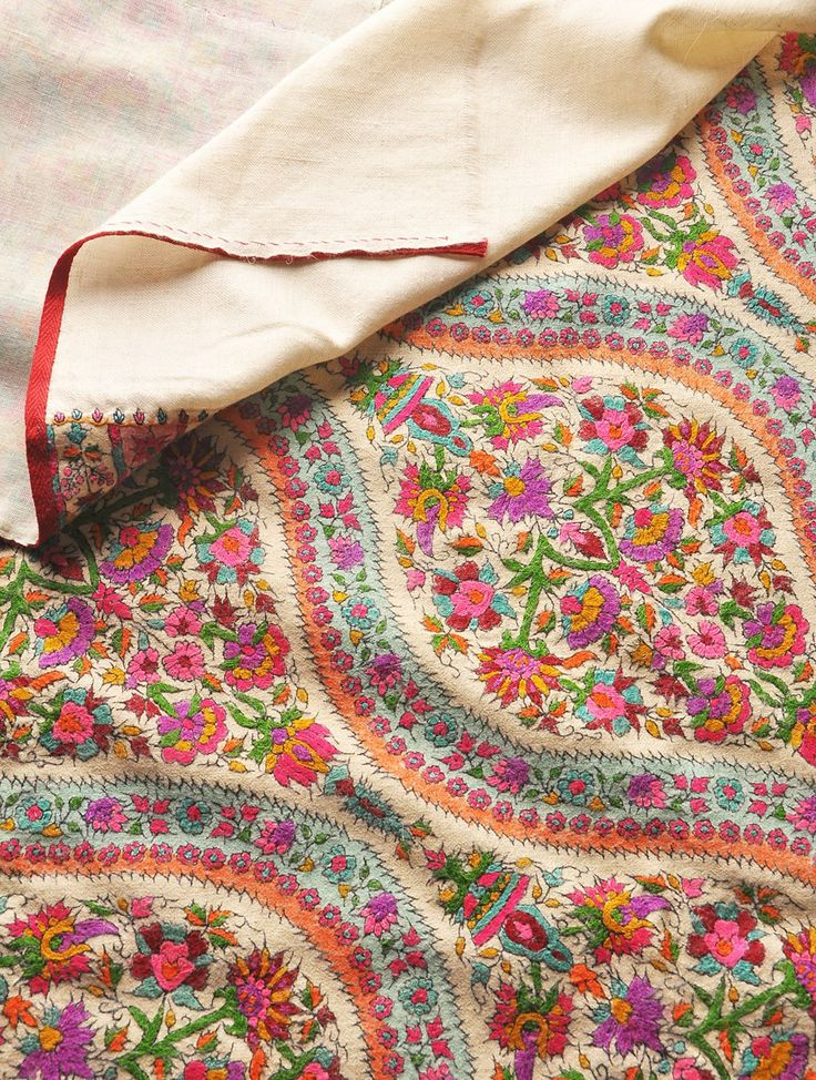 Kashmiri Hand Embroidered Shawls Designs Collection for Women (8)