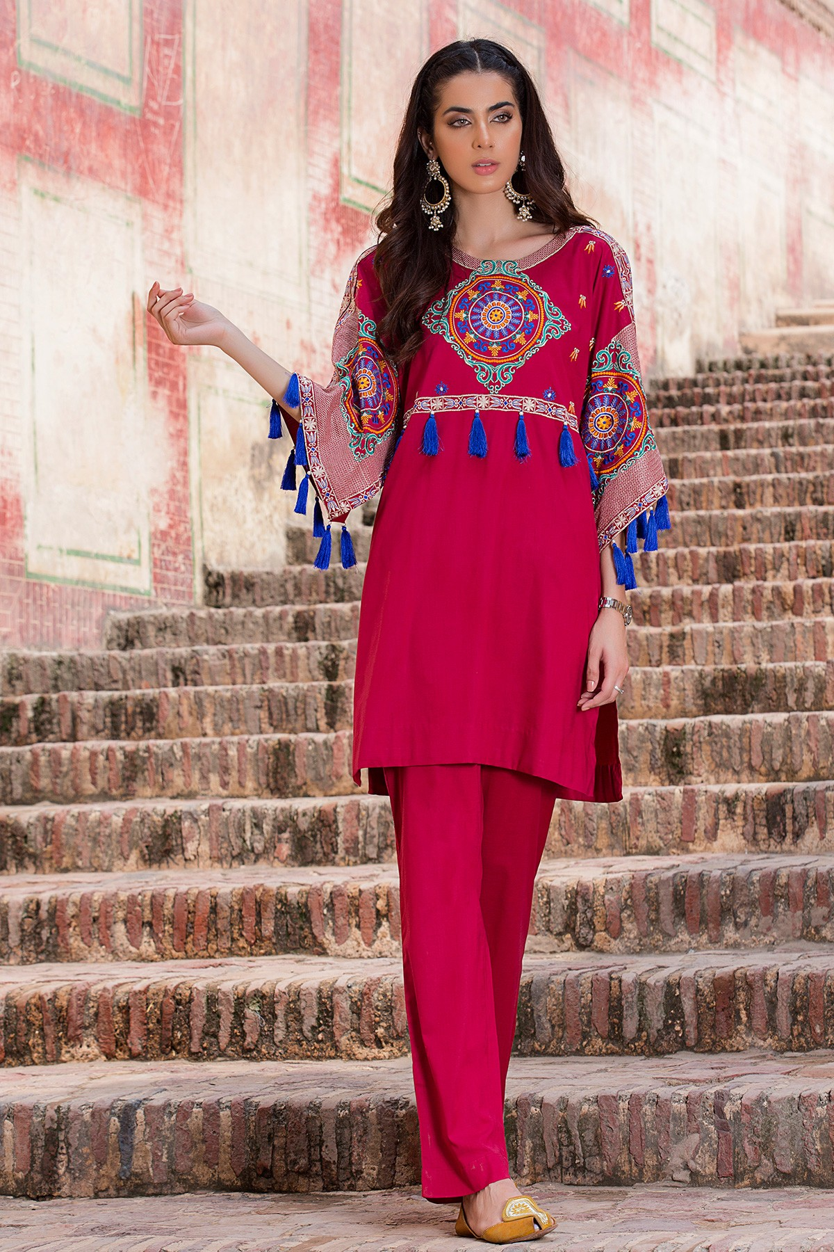 65210d28ea This ensemble is formed by a variety of designs like baggy style shirts,  tunics, kurtas, neckline designs, frock styled dress, pocket featuring  styles, ...