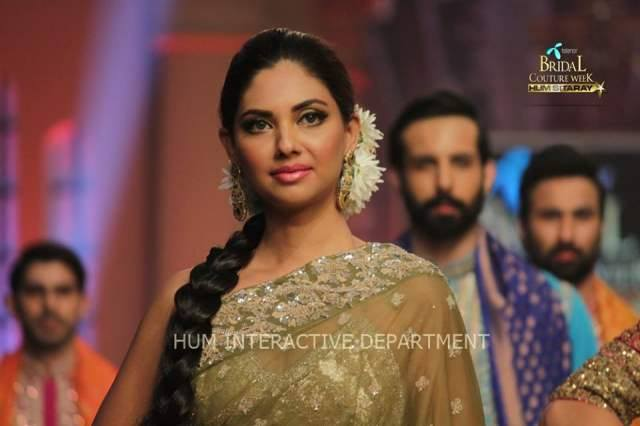 Umer Sayeed Bridal Collection atTelenor Bridal Couture Week 2014-2015    (26)