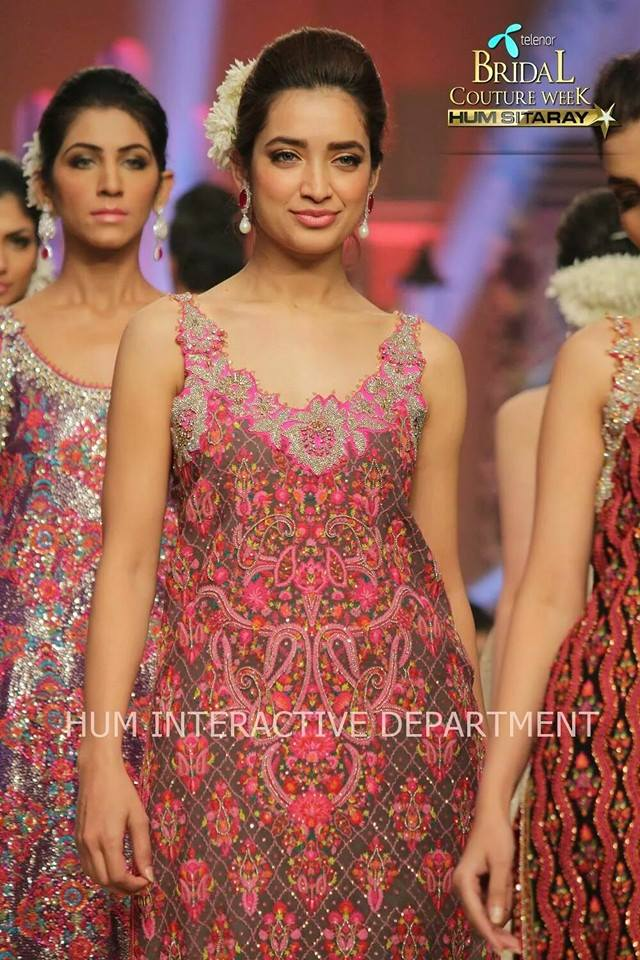 Umer Sayeed Bridal Collection atTelenor Bridal Couture Week 2014-2015    (27)