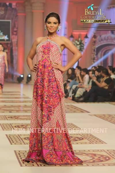 Umer Sayeed Bridal Collection atTelenor Bridal Couture Week 2014-2015    (29)