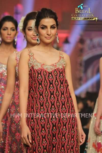 Umer Sayeed Bridal Collection atTelenor Bridal Couture Week 2014-2015    (38)