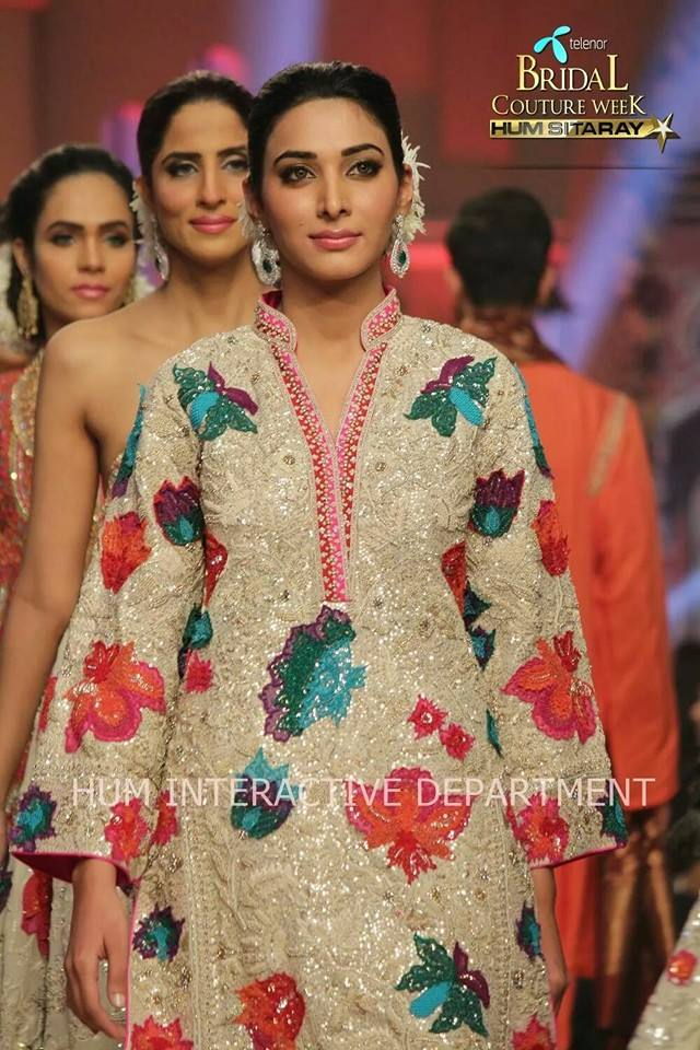 Umer Sayeed Bridal Collection atTelenor Bridal Couture Week 2014-2015 (44)