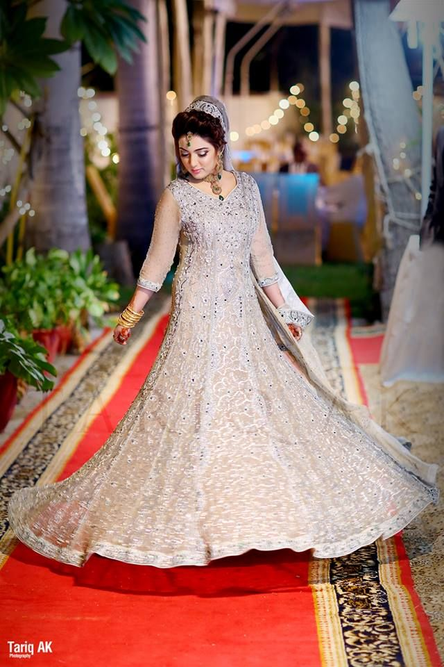 Latest Asian Fashion Engagement Dresses Designs Collection for Wedding Brides 2015-2016 (1)