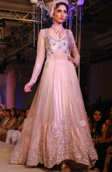 Latest Asian Fashion Engagement Dresses Designs Collection for Wedding Brides 2015-2016 (26)