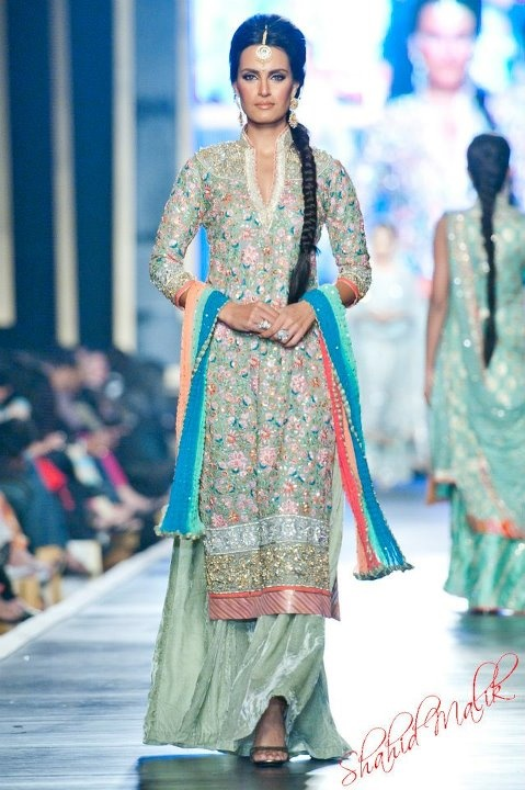 Latest Asian Fashion Engagement Dresses Designs Collection for Wedding Brides 2015-2016 (8)
