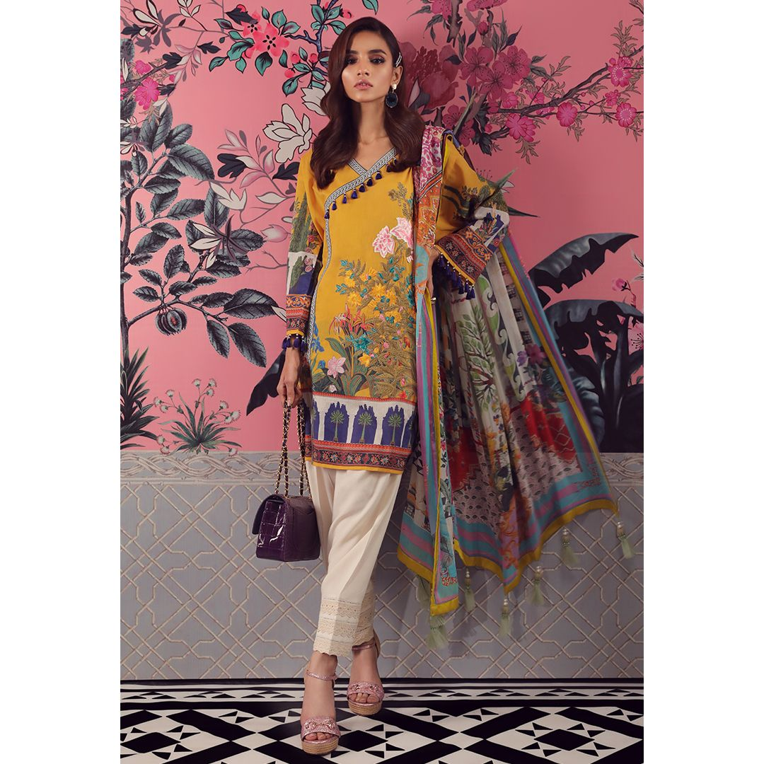5e5af4584f Sana Safinaz Muzlin Collection 2019 Summer Lawn Suits