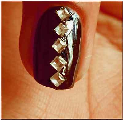 how-to-do-a-rhinestones-nail-art (1)