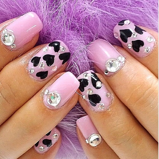 how-to-do-a-rhinestones-nail-art (14)
