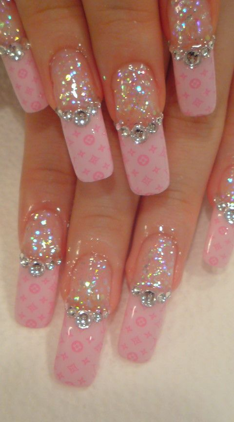 how-to-do-a-rhinestones-nail-art (18)
