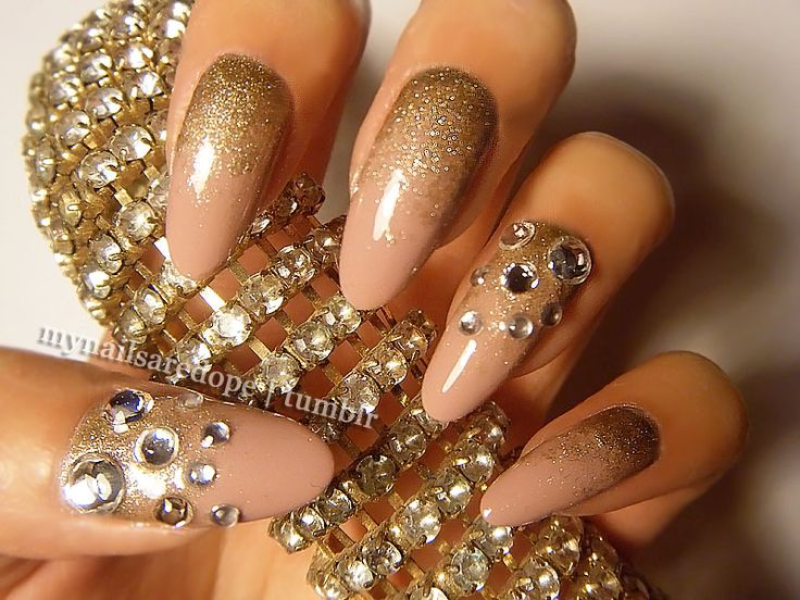 how-to-do-a-rhinestones-nail-art (19)