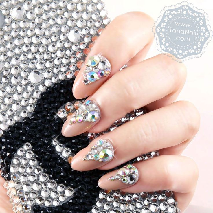 how-to-do-a-rhinestones-nail-art (21)