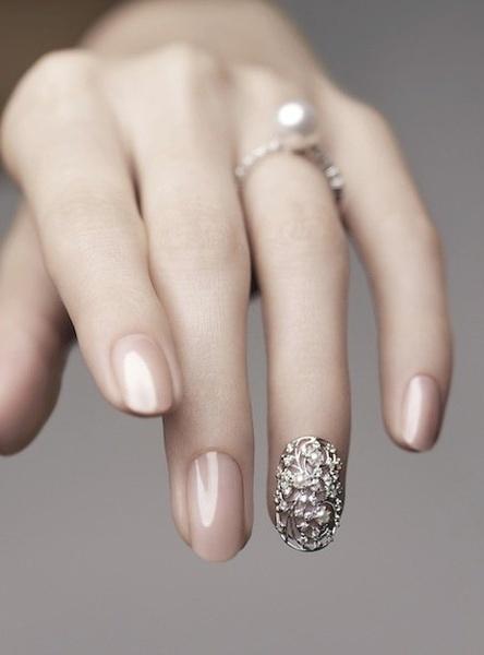 how-to-do-a-rhinestones-nail-art (26)