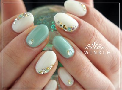 how-to-do-a-rhinestones-nail-art (35)