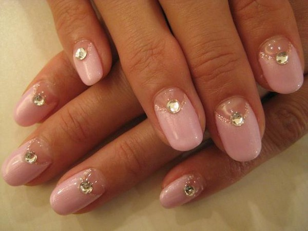 how-to-do-a-rhinestones-nail-art (36)