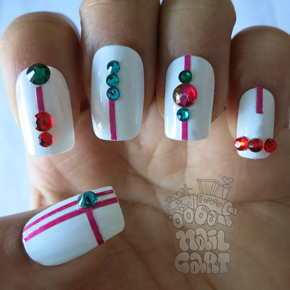 how-to-do-a-rhinestones-nail-art (38)