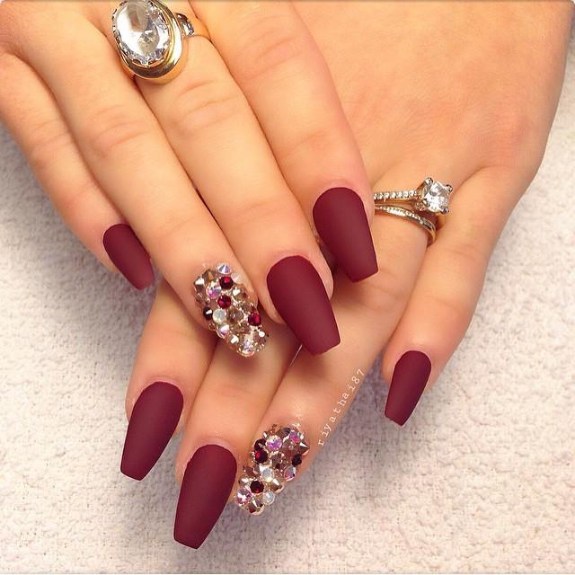 how-to-do-a-rhinestones-nail-art (39)