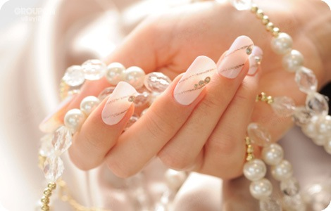 how-to-do-a-rhinestones-nail-art (47)