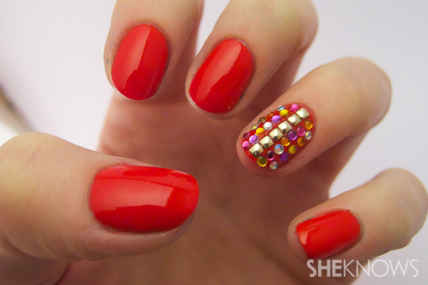 how-to-do-a-rhinestones-nail-art (48)